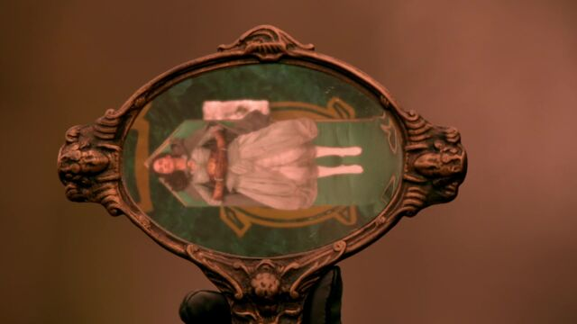 File:Once Upon a Time - 5x18 - Ruby Slippers - Mirror.jpg