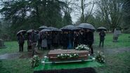 Once Upon a Time - 5x21 - Last Rites - Robin Funeral