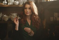 OUAT - Ariel in Gold's shop