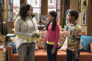 Raven's Home - 1x03 - The Baxters Get Bounced - Photography - Raven, Nia and Booker