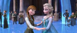 Anna und Elsa am Ende des Films