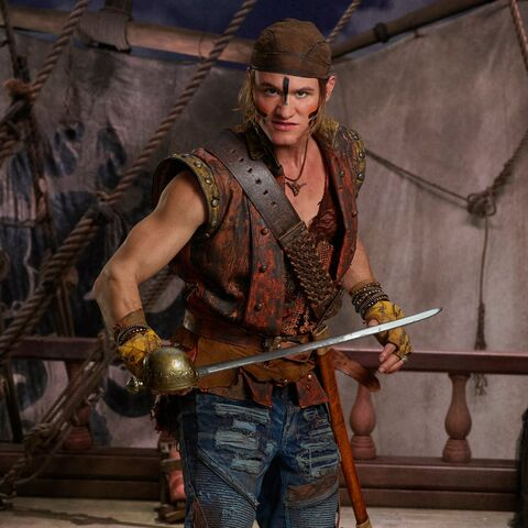 File:Descendants 2 - Gil with Sword.jpg