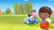 Doc-McStuffins-Season-1-Episode-17-Un-Bur-Able--Righty-On-Lefty