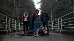 Once Upon a Time - 5x21 - Last Rites - Emma Merida David and Dead Arthur