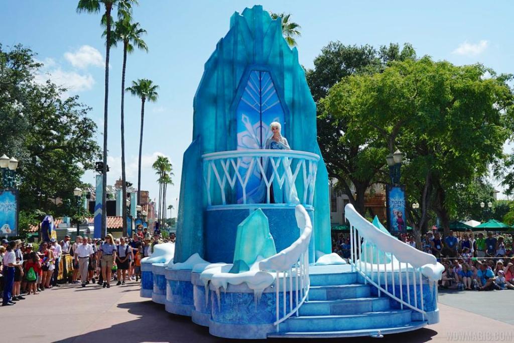 Frozen Royal Welcome Parade Disney Wiki Fandom Powered By Wikia