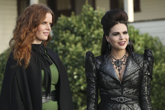 File:Once Upon a Time - 6x06 - Dark Waters - Photgraphy - Zelena and Evil Queen.jpg