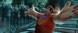 Ralph erhält die Medaille der Helden