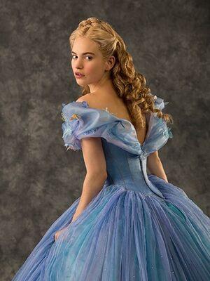 Cinderella 2015 Lily James