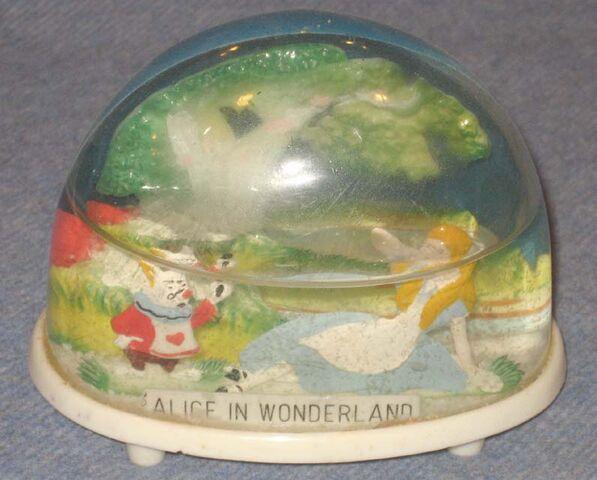 File:Marx alice in wonderland snow dome 640.jpg