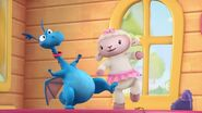 Doc-McStuffins-Season-1-Episode-16-The-Rip-Heard-Round-the-World--Walkie-Talkie-Time