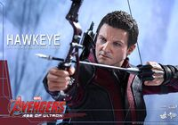 Hawkeye AOU Hot Toys 01
