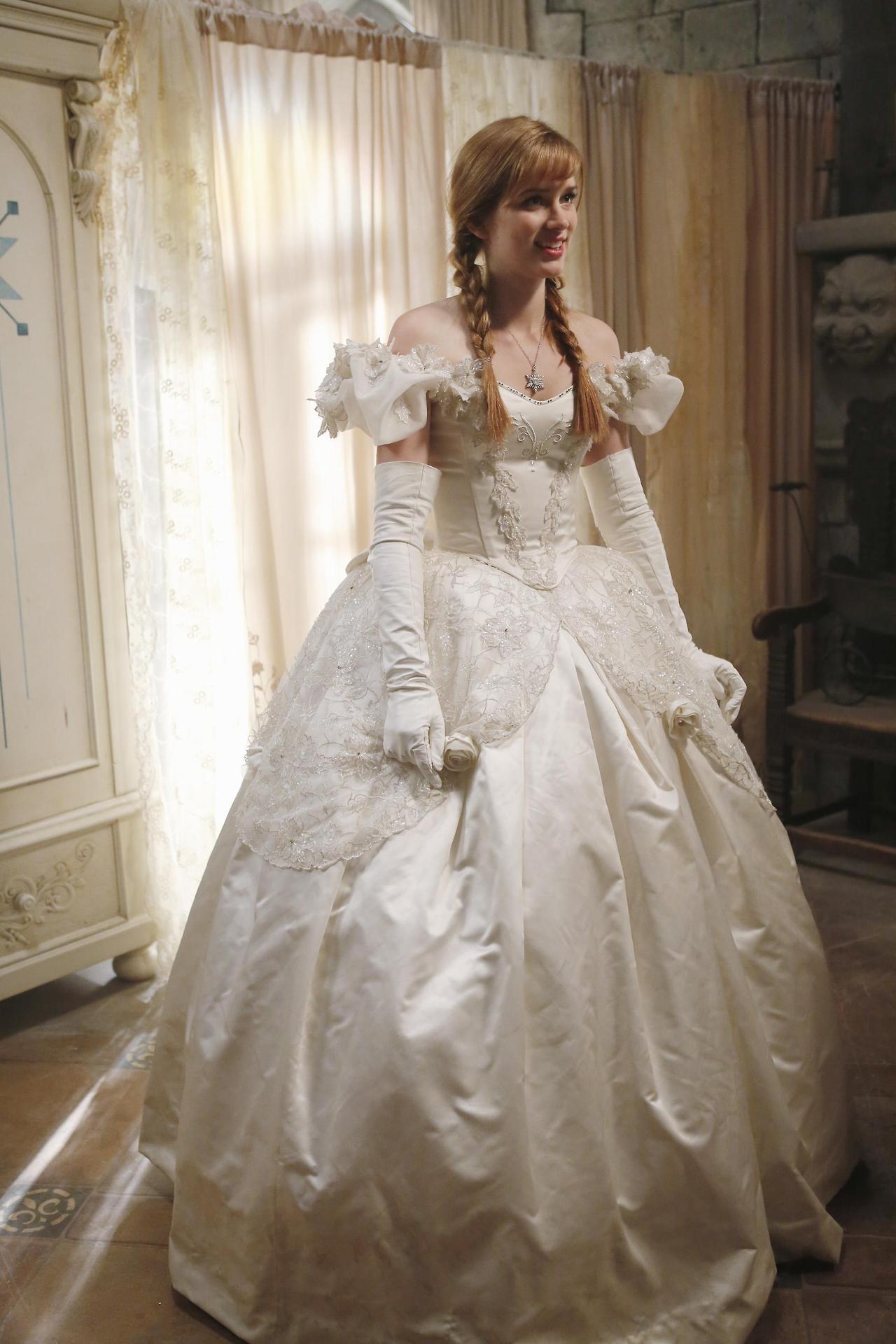 Image - Anna\'s wedding dress 2.jpg | Disney Wiki | FANDOM powered by ...