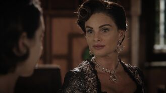 Once Upon a Time - 7x01 - Hyperion Heights - Lady Tremaine