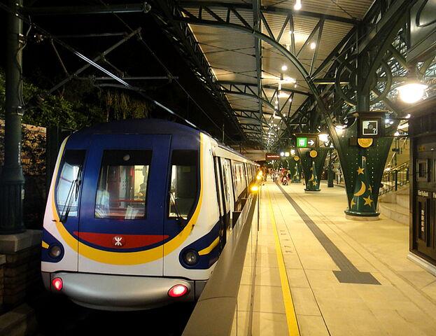 File:Disneyland MTR, Disneyland Station.jpg