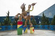 Woody-and-Bullseye-Toy-Story-Hotel-Shanghai-Disney-Resort