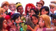 Princesses-takes-wefie-4