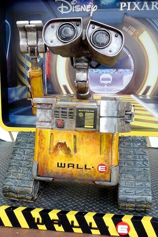 File:Wall-E HKDL.jpg