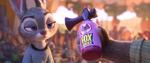 Judy melihat ke penyangkal rubah