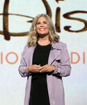 Jennifer Lee speaks at D23 Expo19