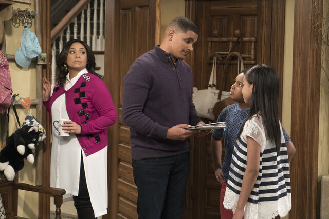 File:Raven's Home - 1x04 - The Bearer of Dad News - Photography - Raven. Devon. Nia and Booker.jpg