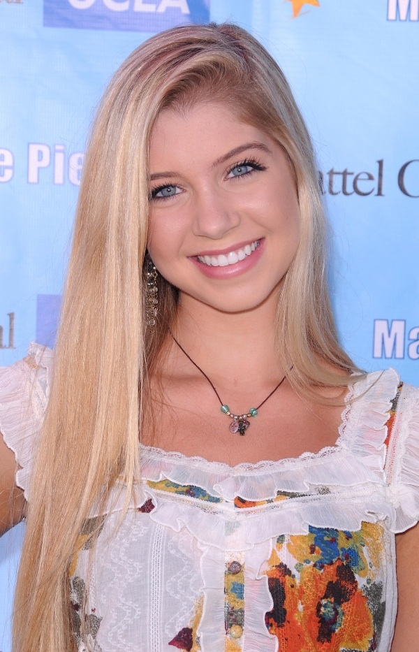 Allie Deberry Images Headshots Hd Wallpaper And Background Photos