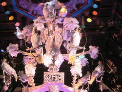 Disneyland-park-tiki-room-female-bird-chorus
