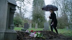 Once Upon a Time - 5x21 - Last Rites - Emma Hook Grave