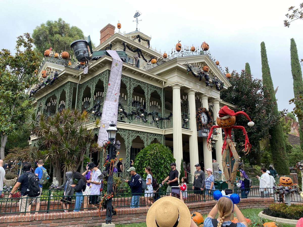 Haunted Mansion Holiday Disney Wiki Fandom Powered By