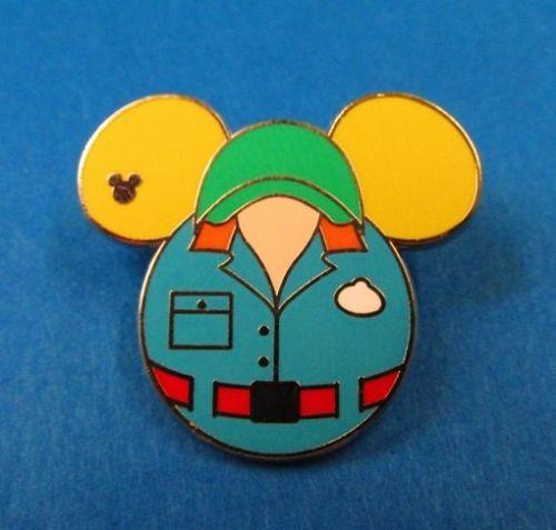 File:2015 MuppetVision cast costume pin.jpg