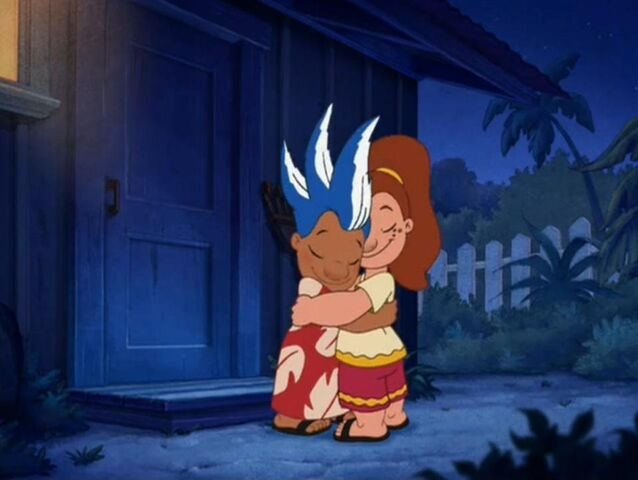 File:Lilo and Victoria Hug.jpg