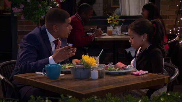 File:Raven's Home - 1x02 - Big Trouble in Little Apartment - Devon and Nia.jpg