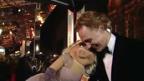 Tom Hiddleston with miss Piggy!!
