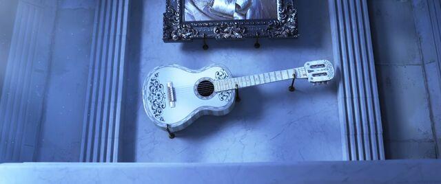 File:Coco Ernesto's Guitar.jpg