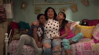 Raven's Home - 1x04 - The Bearer of Dad News - Booker, Raven and Nia