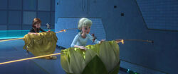 Anna und Rapunzeln nähe Kleider an Rapunzels Haar