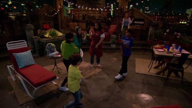 File:Raven's Home - 1x01 - Baxters Back! - Dancing.jpg
