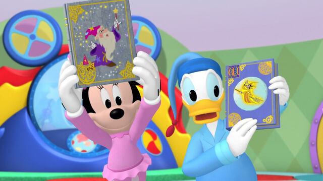 File:Minnie and donald story books.jpg