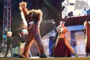 Slave-Leia-Chewbacca-Padme-C-3PO-dance-to-Sexy-and-I-Know-It-by-LMFAO