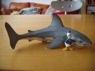 Paperino e lo squalo bianco