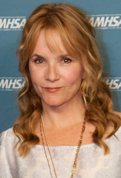 Lea Thompson 2013 (cropped)