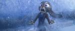 Judy kaget setelah terjebur di air es
