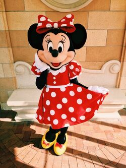 Minnie's New Look Disneyland 2016
