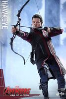 Hawkeye AOU Hot Toys 04