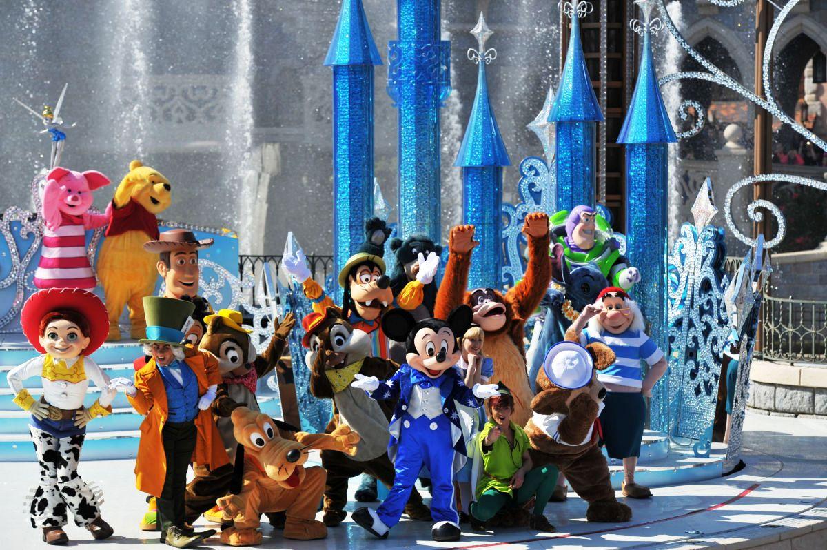 Mickey Presents Happy Anniversary Disneyland Paris Disney Wiki