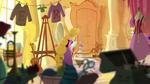 Rapunzel malt in ihrem Zimmer