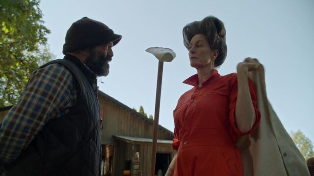 File:Once Upon a Time - 6x03 - The Other Shoe - Leroy and Lady Tremaine.jpg