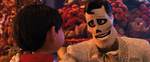Miguel und ein Skelett
