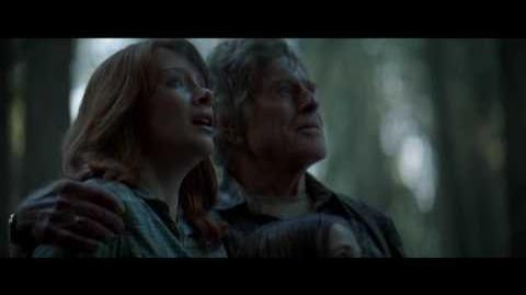 "Pete's Dragon Clip ""Pete Introduces Elliot"""