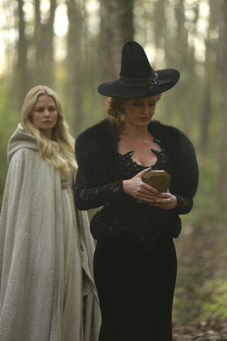 File:Once Upon a Time - 5x08 - Birth - Released Image - Emma and Zelena 2.jpg