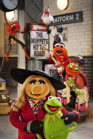 File:Muppets again kerandpiggy.jpg
